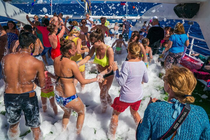 Blau Laguna Boat Trip with Foam Party, Side, TURQUIA