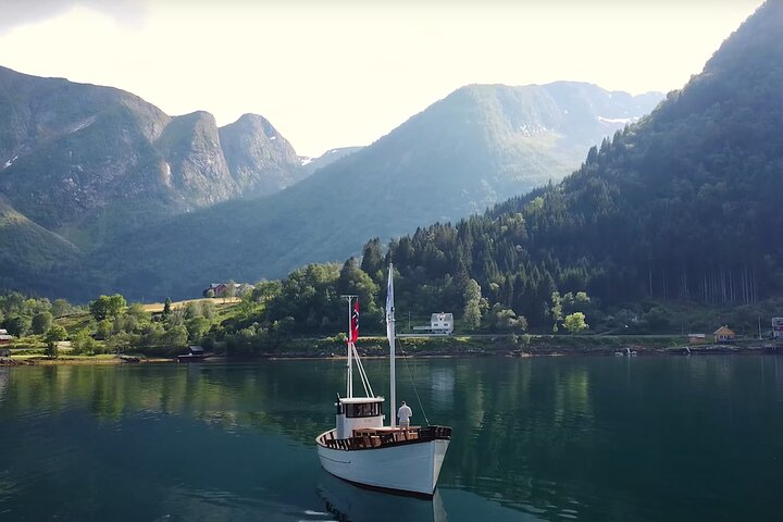 Boat Tour to Dragsvik Fjordhotel in Balestrand for Dinner, Skjolden, NORUEGA