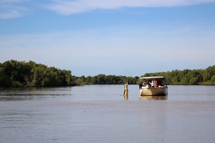 Pathfinder Jumping Crocodile Cruise Shuttle Bus, Darwin, AUSTRALIA